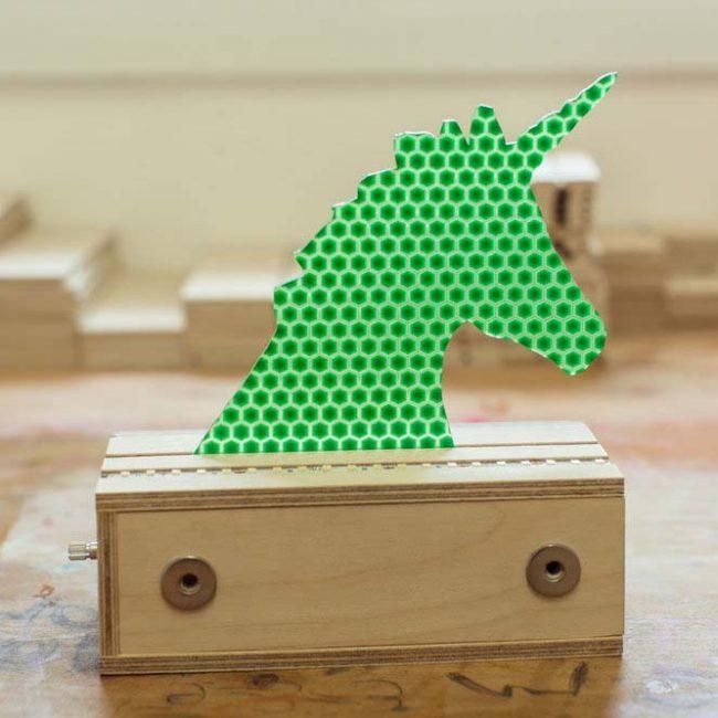 חד קרן להחלפה במנורה ירוק