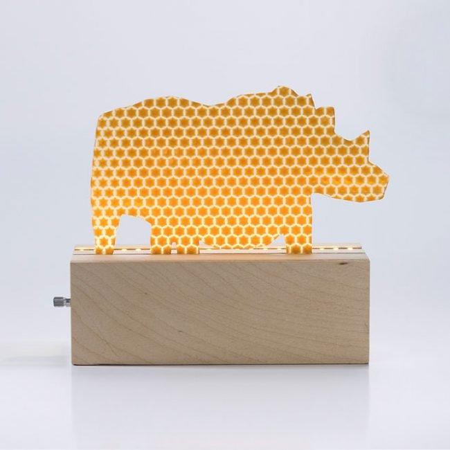 מנורת קרנף – חאקי