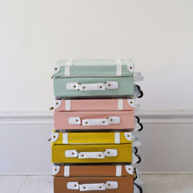 מזוודה בצבע חום