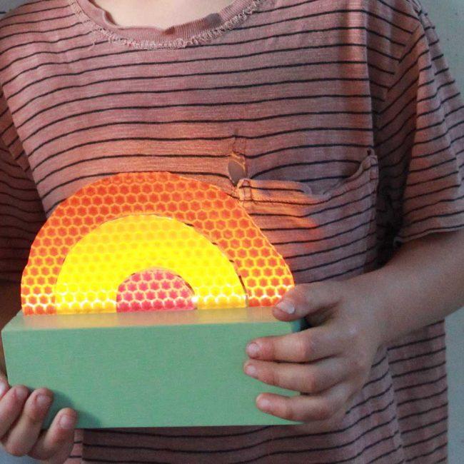 מנורת קשת צבע פיסטוק