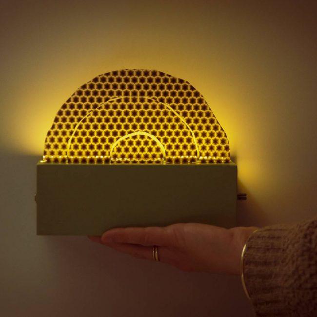 מנורת קשת צבע חמרה